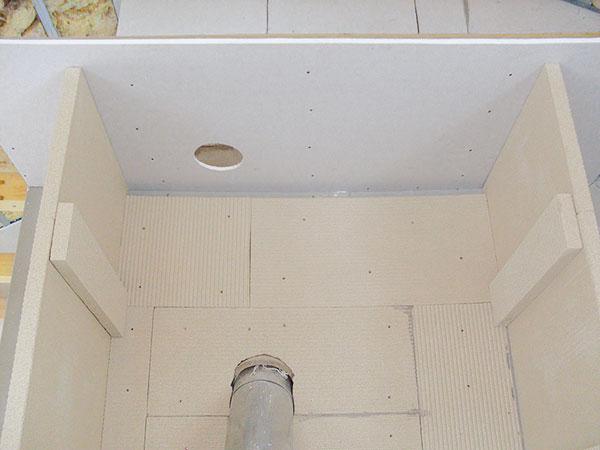 15. STROPY Vyhotovení horního stropu arámu tzv. falešného stropu. FOTO BALTKAMA.LT