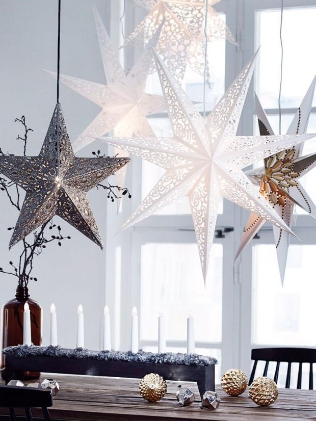 Papírové hvězdy. Postačí hezký papír nebo lepenka aelektrický závěs se žárovkou anejtrendovější závěsné svítidlo tohoto roku si hravě vykouzlíte sami. FOTO ELLOS