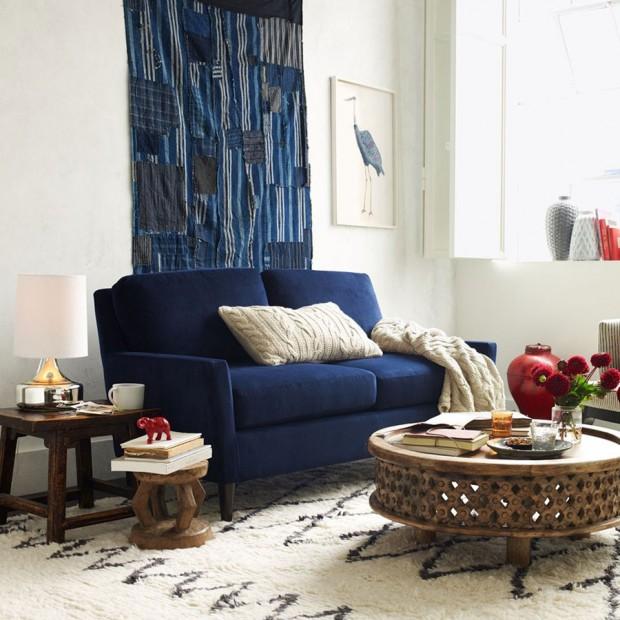 Konferenční stolek s etno vzhledem vkusně okořenil moderní zařízený interiér. Mangové dřevo vyrobené v indickém Jaipuru, průměr 81 cm, www.westelm.com, $349 (foto: www.westelm.com)
