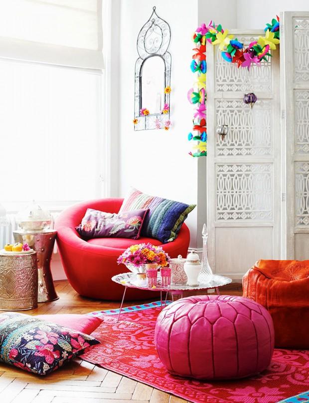 Marocké taburetky Nila jsou hravým doplňkem, díky svěžím barvám jsou kombinací moderního i exotického. Kůže vyráběná v Marrákeši, 55 × 35 cm, www.nila.cz, 2800 Kč (foto: Nila)