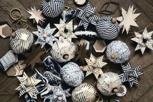 Vánoční origami. Postačí vhodný balicí papír, provázek adřevěné korálky. Severské nápady vykouzlí vkusnou ajednoduchou zimní výzdobu. FOTO WWW.NOTONTHEHIGHSTREET.COM