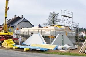 Montované rodinné domy RD Rýmařov jsou stavěny na bázi lehké prefabrikace dřeva.