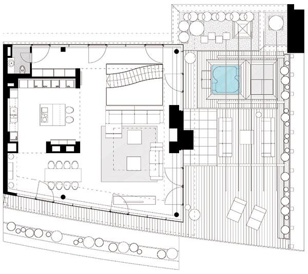 Horní podlaží zabírá otevřený denní prostor skuchyní, jídelnou aobývacím pokojem, na nějž navazuje velká obytná terasa svýhledem na nábřeží.