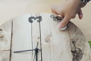 18. RAZÍTKOVÁNÍ Abychom originalitu hodin ještě více zvýraznili, na jejich dekorování použijeme gumová razítka, která Panta Rhei nabízí vrůzných designech.