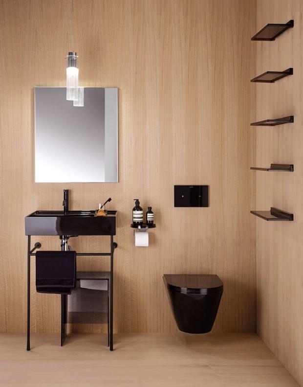 Černý elegán. Kolekci Kartell od firmy Laufen tvoří systém koupelnového nábytku akeramiky, přičemž nedávno ji doplnilo izávěsné WC sotevřeným kruhem ahlubokým splachováním (tzv. rimless), které předchází usázení nečistot abakterií asnadno se udržuje. Vnabídce najdete hranatou ioblou variantu (svýklenkem vzadní části), doplněnou extra plochým sedátkem (Laufen pro slim). Dostupné jsou ivbílé barvě. Prodávají vsíti studií Koupelny Ptáček. foto Laufen