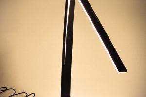 Stmívatelná stolní LED lampička – na obrázku teplota chromatičnosti 3000 K. Prodává www.shop.solight.cz, 1 199 Kč FOTO SOLIGHT