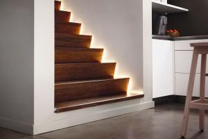 Stříhejte, prodlužujte, zdůrazňujte. Nové světelné pásky Philips Hue Lightsrip Plus vytvoří svět plný barev, ale nejsou jen dekorativní − poslouží stejně dobře jako funkční osvětlení. Navíc jsou součástí chytrého ekosystému bezdrátového osvětlení Philips Hue. FOTO PHILIPS