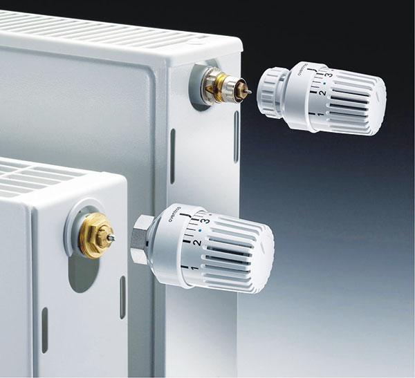 """Termostatická hlavice Oventrop """"Uni LH"""" skapalinovým čidlem, závitovým připojením M 30 x 1,5. Rozsah požadovaných hodnot je možné omezit nebo blokovat, označení nastavení Memo-kotoučem. Hlavice má rozsah požadovaných hodnot 7–28 °C. Maximální provozní teplota: 120 °C. FOTO ENBRA"""