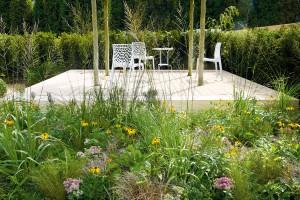 Život je hra. Zahradní kompozice pro malé i velké návštěvníky − interaktivní provedení vtahuje návštěvníka dovnitř a vybízí k možnosti zapojit se do hry.