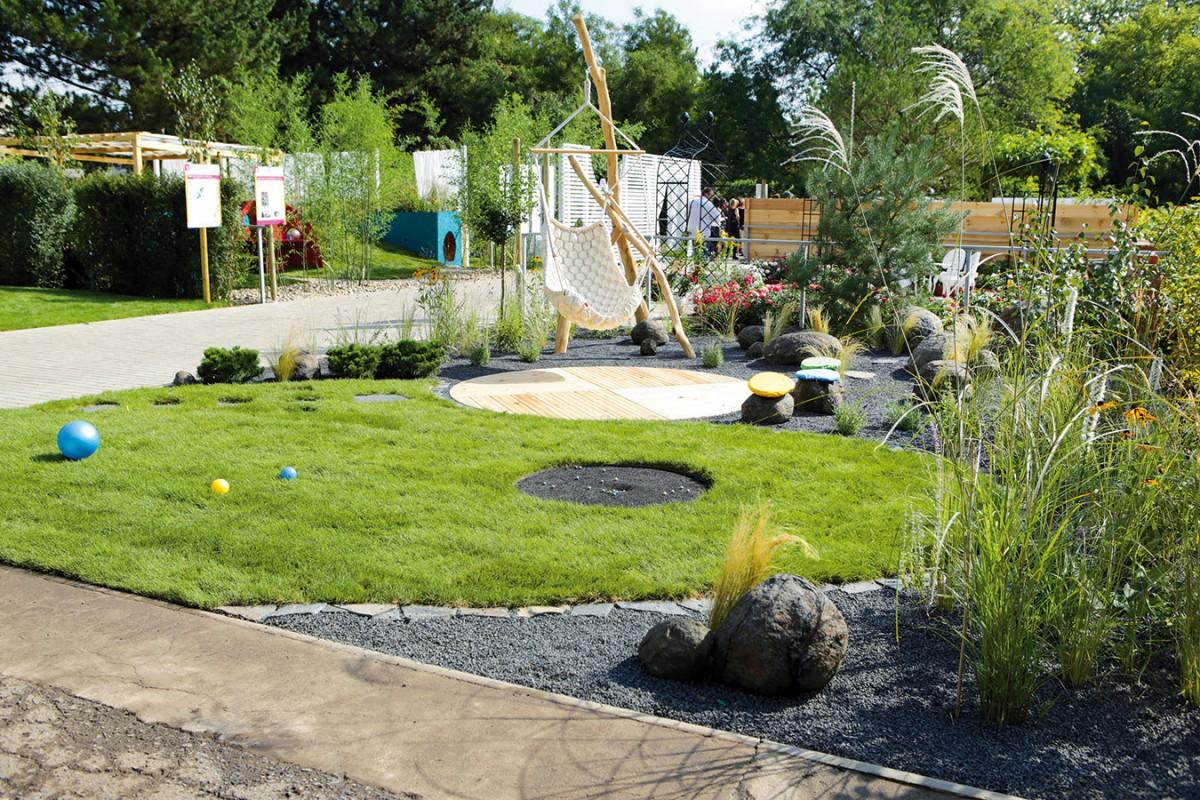 Kuličková zahrada. Zahrada Jana Zasadila je inspirována krajinou Českého středohoří aje navržena vdivočejším přírodním duchu.