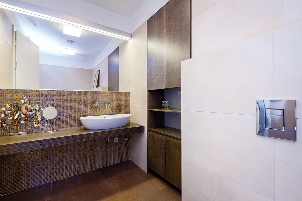Zařízení koupelen, stejně jako vostatních místnostech nábytek, si vybírala zejména sama majitelka, která dostala od manžela volnou ruku.