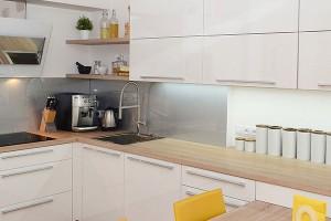 V kuchyňském nábytku je kladen důraz na nadčasový styl