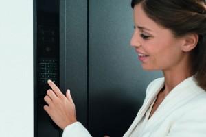 Dveře ovládané intuitivně dotekem jako chytrý telefon