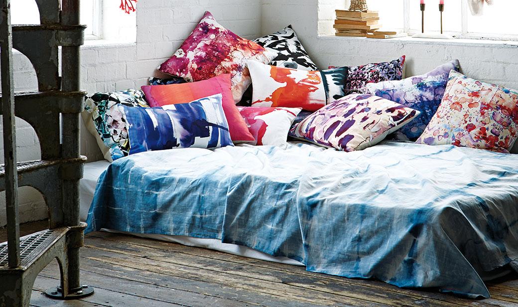 Experimentováním s textiliemi snadno změníte náladu svého domova