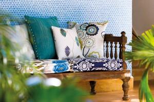 Eklektické výšivky značky Harlequin spojují tradiční vzory amoderní barvy. Své místo zaujmou vtradičním imoderním interiéru bažícím po hravosti. Foto Harlequin