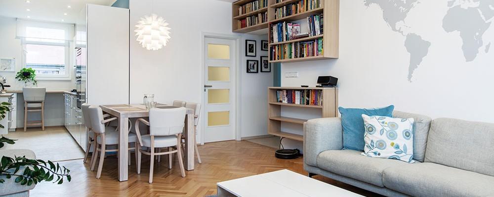 Světlý byt v Strašnicích si mladí manželé zařídili s citem a láskou