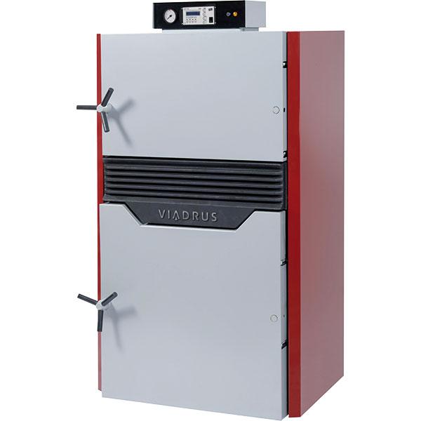 """Hefaistos – Pyrolytický kotel na ruční přikládání ve 3. emisní třídě (dle EN 303-5) pro spalování kusového dřeva vsystémech snuceným oběhem topného média. Vysoká účinnost spalování až 89 %, verze """"E"""" umožňuje ohřev teplé vody svolbou priority. Splňuje podmínky pro program Zelená úsporám – ekologický provoz. FOTO VIADRUS"""