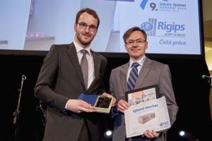Ceny-Trophy-2016 Jan-Štíhel-z-Rigips-předává-cenu-projektu-Techmania-Science-Center-(vlevo)
