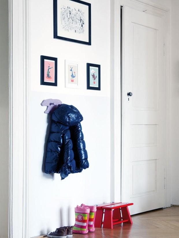 """""""Grafiky aobrázky, které jsme si smanželem přivezli zcest, pro mě mají osobní hodnotu. Tak jsme například objevili úžasného Juliena Rouxe, francouzského umělce žijícího vTel Avivu."""" FOTO ROBERT ŽÁKOVIČ"""
