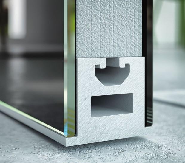 Střed dveří Master svnitřním obvodovým rámem zeloxovaného hliníku advěma skly − nebo MDF deskou spovrchovým materiálem (dýha nebo lamino) − může být buď prázdný, nebo vyplněný zvukově izolujícím extrudovaným polystyrenem. FOTO J.A.P.