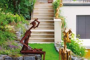 Zahrada jako galerie. Designový nábytek či doplňky už zdaleka nejsou záležitostí interiéru, také zahrada má dnes umět reprezentovat.
