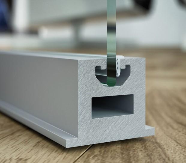 Pro dveře Strong se používá stejný hliníkový profil jako pro dveře Master − do středu tohoto profilu se vsazuje jednovrstvá skleněná výplň, včetně požadovaných úprav (sklo čiré, mléčné, barevně tónované, pískované, gravírované), nebo dvouvrstvé Grafosklo. FOTO J.A.P.