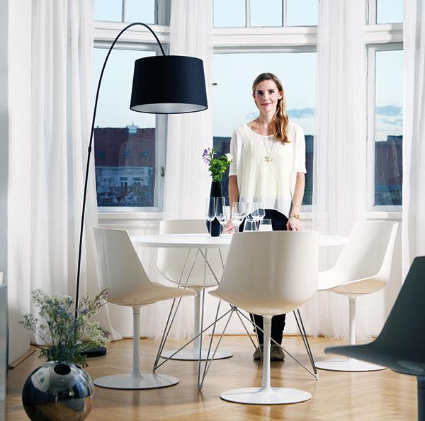 """""""Ve své tvorbě považuji za důležité brát ohled na potřeby běžného života. Hledám inspiraci, jak navrhovat obyčejné předměty neobyčejným způsobem,"""" říká designérka Mária Čulenová-Hostinová. FOTO ROBERT ŽÁKOVIČ"""