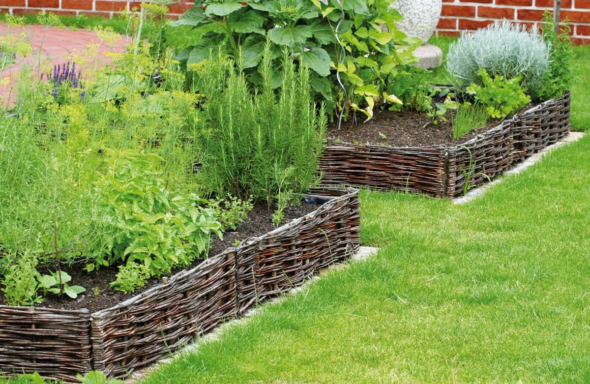 ee022d837dc Zatímco počátkem devadesátých let u nás nastal odklon od užitkové zahrady  jako něčeho neestetického a nemoderního