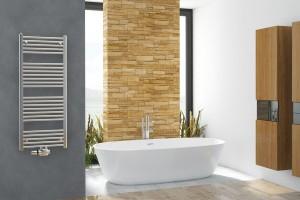 Hledáte vhodné topení do koupelny? Pod značkou Koralux si můžete vybrat zmnoha typů iněkolika barevných provedení koupelnových radiátorů atopení tak sladit sbarvou koupelny. Kdispozici jsou otopná tělesa srovnými iprohnutými trubkami. FOTO KORADO