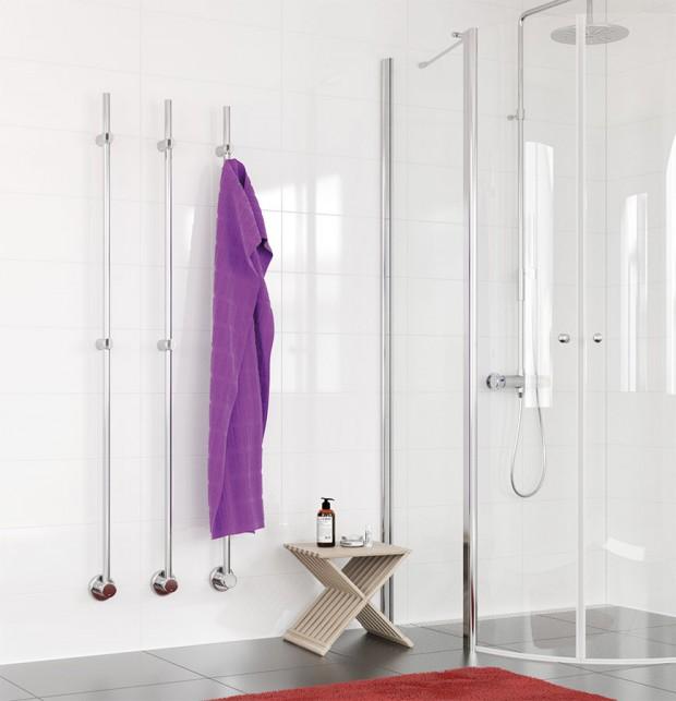 Vertikální sušák Kares najde uplatnění ve všech typech koupelen bez ohledu na velikost nebo dispozici. Vyberte si potřebný počet sušáků adle vašich potřeb je umístěte do řady, nebo samostatně. Elektrický sušák je vytápěn topným kabelem uvnitř. Doplňují ho háčky na ručníky. FOTO P.M.H.