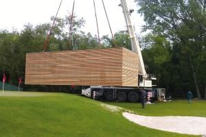 Freedomky jsou modulové domy, které vám přivezou přímo na místo. Vzákladní řadě představují moduly ovelikosti 7 x 4 m nebo 11,5 x 4 m, které lze ksobě anebo na sebe skládat.