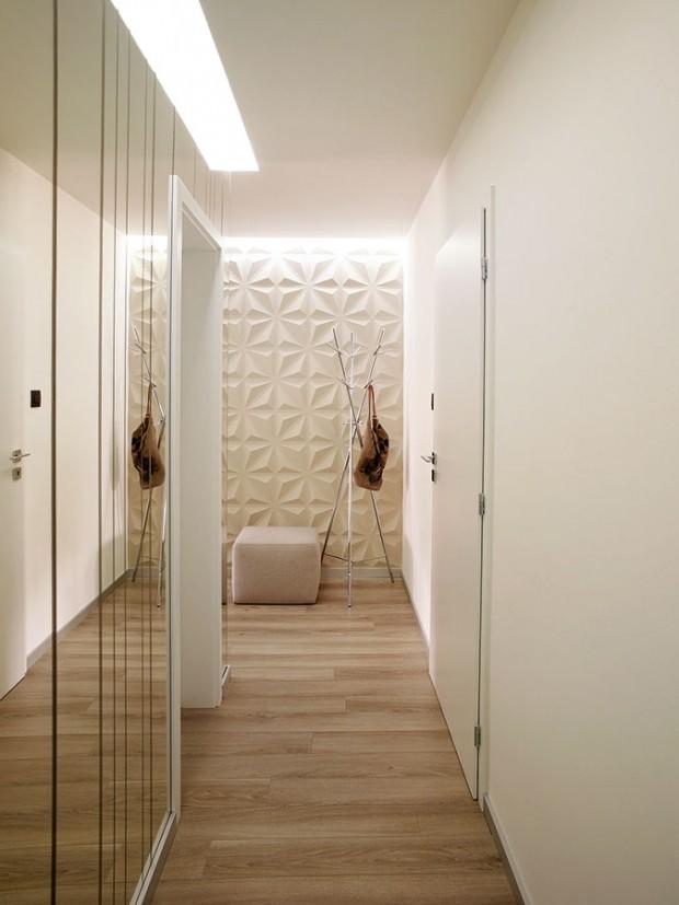 Chodba osvětlená rozptýleným světlem působí měkkým dojmem. Nalevo se nachází koupelna, napravo ložnice ašatník. FOTO DAVID TRČKA