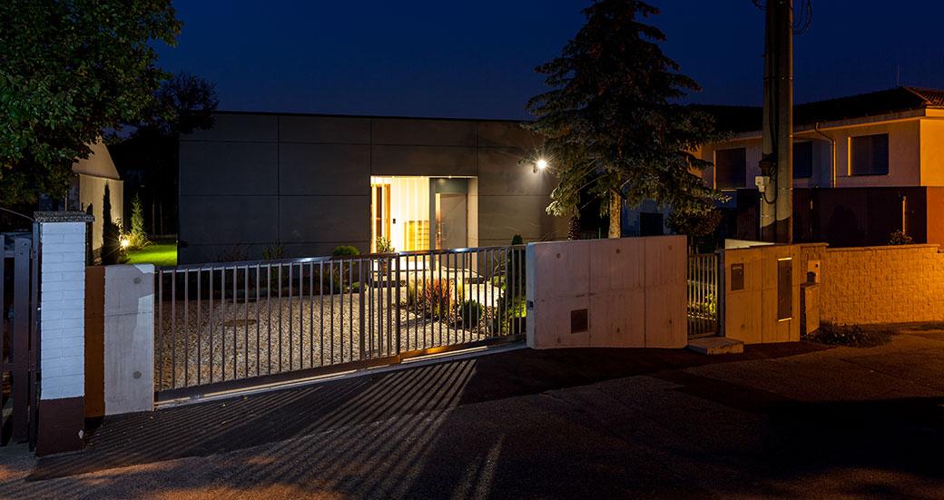 Přízemní dům se třemi ložnicemi, pracovnou a otevřeným denním prostorem