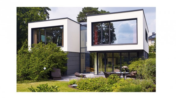 Fasádní systém značky Schüco FW 50+.HI zde získal podobu fasády se strukturálním zasklením včetně celoskleněných rohů. Všechny okenní afasádní jednotky jsou vybaveny samočisticím sklem. FOTO SCHÜCO INTERNATIONAL KG