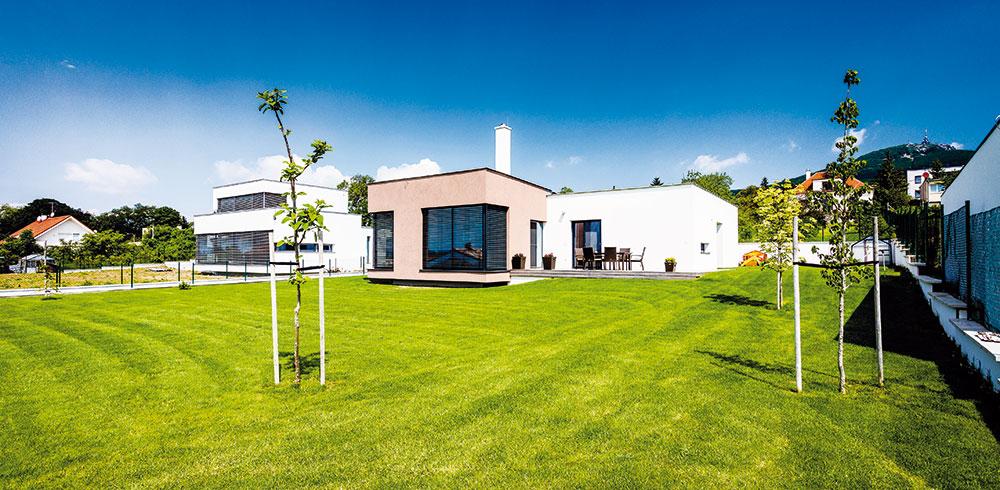 Pětičlenná rodina se z paneláku přestěhovala do nízkoenergetického domu s krásným výhledem
