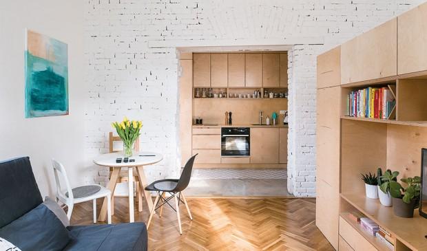 Vlastní bydlení, kde se na nic nehraje akaždý zásah imateriál se otevřeně přiznává, je jedním ze společných projektů dvojice mladých architektů, Martiny Kalusové aMichala Pulmana zbratislavského ateliéru NOØ. FOTO NORA AJAKUB