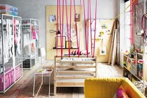 Nápadité, hravé azároveň poměrně levné. Takové je řešení předělů méně tradičními, ale aktuálně módními způsoby, jako jsou stuhy, lanka, provazy či nábytkové stěny. FOTO IKEA