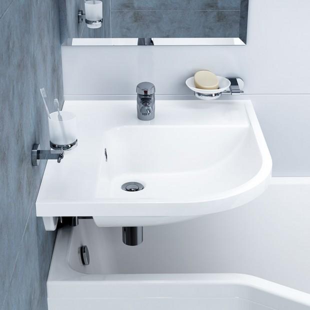 Koncept Be Happy není v této kategorii žádná novinka, ale právě čas prověřil jeho funkčnost a praktičnost. Je řešením pro opravdu malé koupelny tam, kde se z nějakého důvodu nehodí sprchový kout, nebo se majitelé nechtějí vzdát vany. FOTO RAVAK