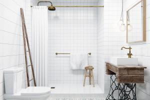 Vintage detaily. Úlovky z blešáku − starý žebřík, šicí stolek s kovovými nohami a patinou, stejně jako ornamenty na čtvercových dlaždicích oživují prostor jednoduše zařízené koupelny. Kombinace obkladů ve dvou čtvercových formátech (menším a větším) dodává prostoru hloubku. FOTO INT2ARCHITECTURE