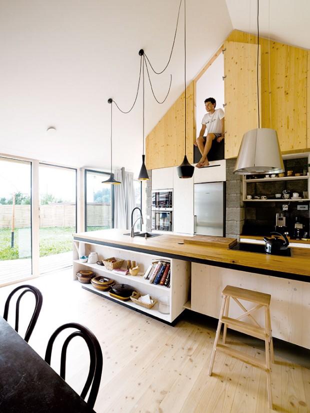 Vytříbený časem. První koncept domu navrhla trojice architektů už vroce 2011. Krize potom odložila stavbu asi na dva roky, které autoři využili na doladění nápadu až do dokonalé jednoduchosti. FOTO ERIKA BÁNYAYOVÁ AMARTIN BOLEŠ