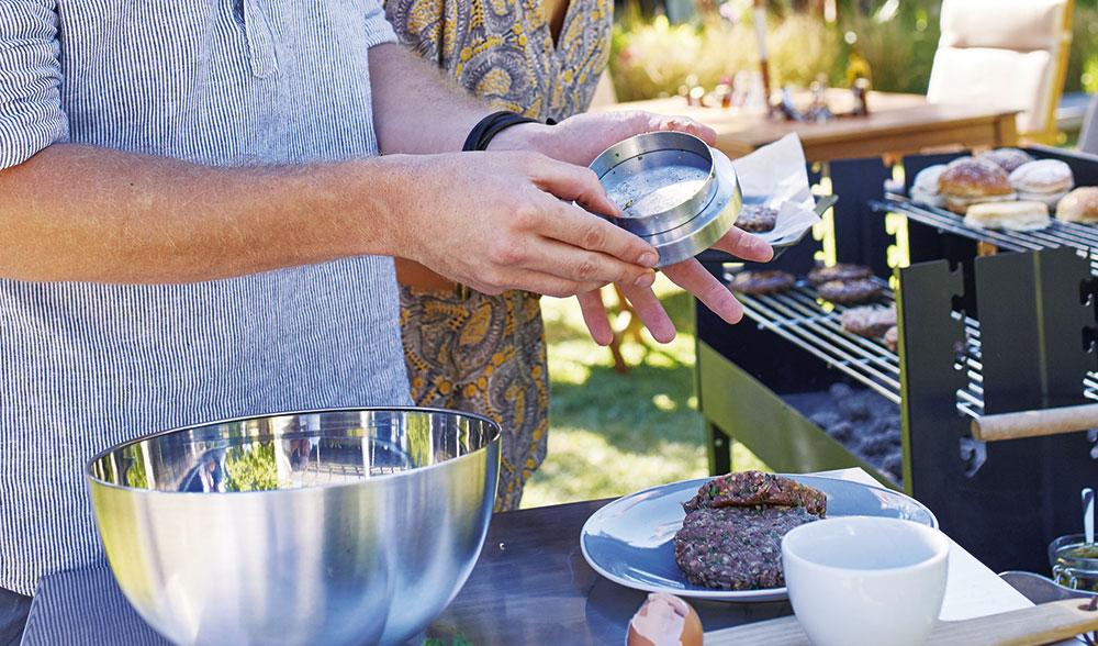 Vyberte si svůj zahradní gril a užívejte si příjemné večery na zahradě