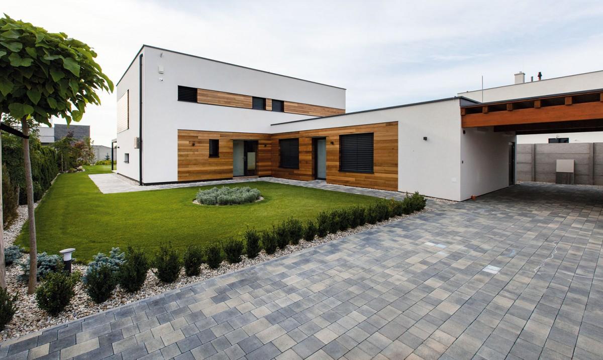 Přístavba, resp. samostatný nízkoenergetický domek poskytujesoukromí návštěvám, které tu mohou pohodlně zůstat idelší dobu. Foto Dano Veselský