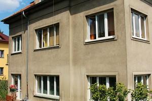 Před rekonstrukcí. Dům potřeboval zateplit, vyměnit okna avylepšit vytápění. foto tomáš brabec