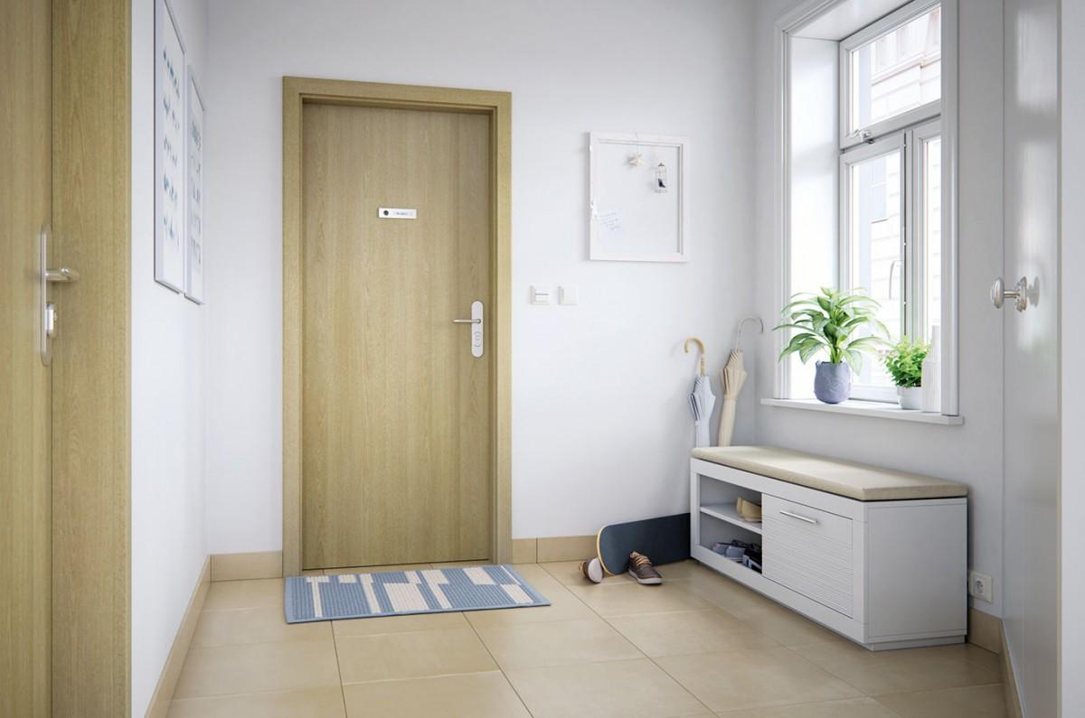 Vstupní bytové dveře Solodoor mají zesílenou konstrukci, pevnější rám, robustnější výplň a samozřejmě zesílené panty s vyšší odolností. Povrch z laminátu Solo 3D je odolný a jen tak se nepoškrábe. Oblá hrana na dveřním křídle chrání před poraněním. FOTO Solodoor