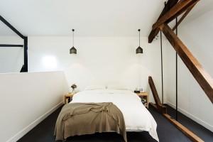 Vložnicovém patře doplňují ocelovou konstrukci dřevěné krovy. Přítomnost dřeva vložnici působí uklidňujícím dojmem. FOTO Ben Hosking (techne.com.au)