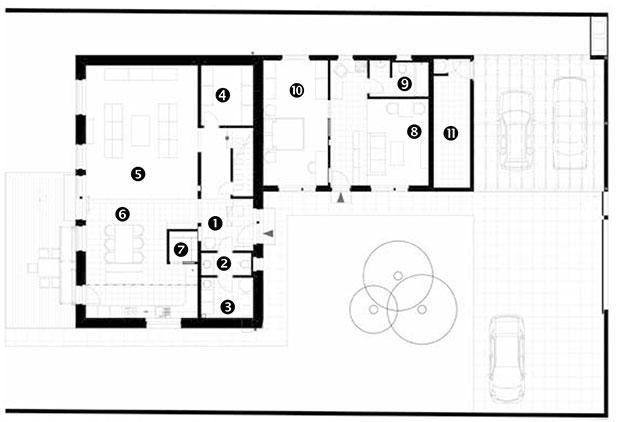 Půdorys přízemí 1 předsíň aschodiště 2 WC 3 technická místnost 4 šatna 5 obývací pokoj 6 kuchyň ajídelna 7 komora Přístavba: 8 chodba, obývací pokoj akuchyň 9 koupelna aWC 10 ložnice 11 sklad