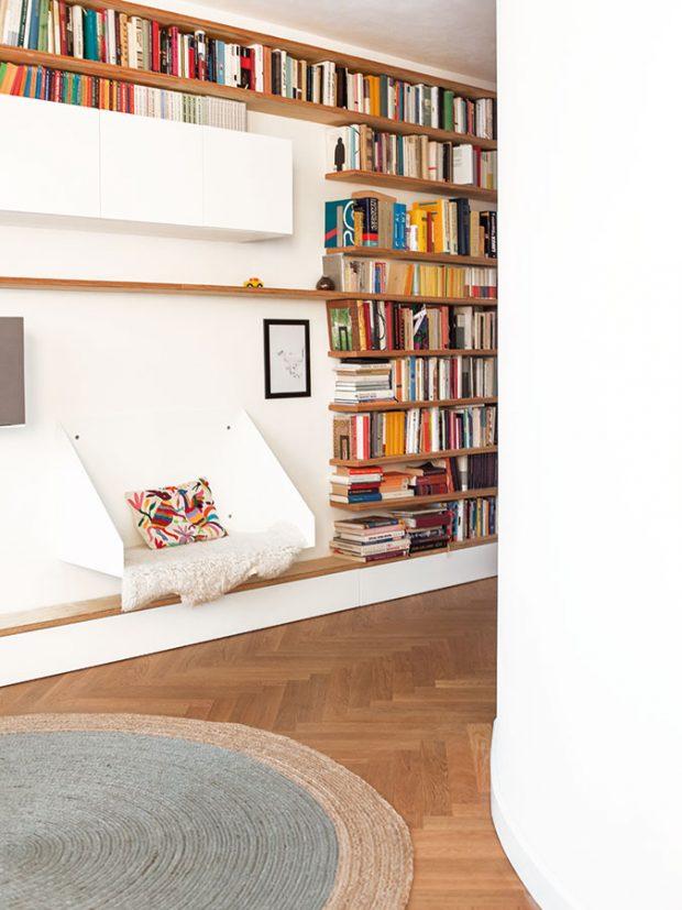 Oválné stěny dodávají bytu opravdu jedinečnou atmosféru, až člověk zapomíná, že se nalézá vklasickém panelákovém bytě. FOTO ALEKSANDRA VAJD