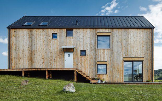 Dům pro Markétku vpřízemí kopíruje terén pozemku. Foto BoysPlayNice