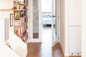 Jedním zdůležitých požadavků majitelů byla průchodnost, resp. průhlednost – tedy aby jednotlivé místnosti spolu neustále komunikovaly. FOTO ALEKSANDRA VAJD