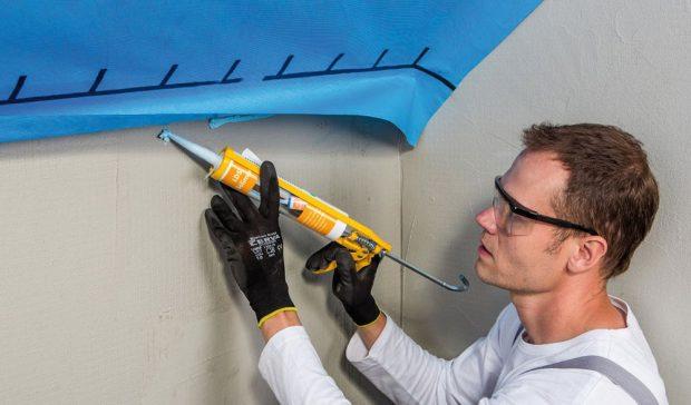 Kzabezpečení stálých vzduchotěsných spojů parozábrany astěny použijeme těsnicí tmel. Foto Knauf Insulation